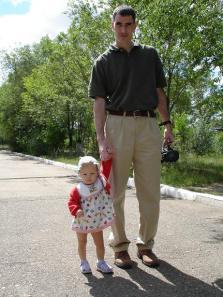 papa-holding-arina_s-hand_